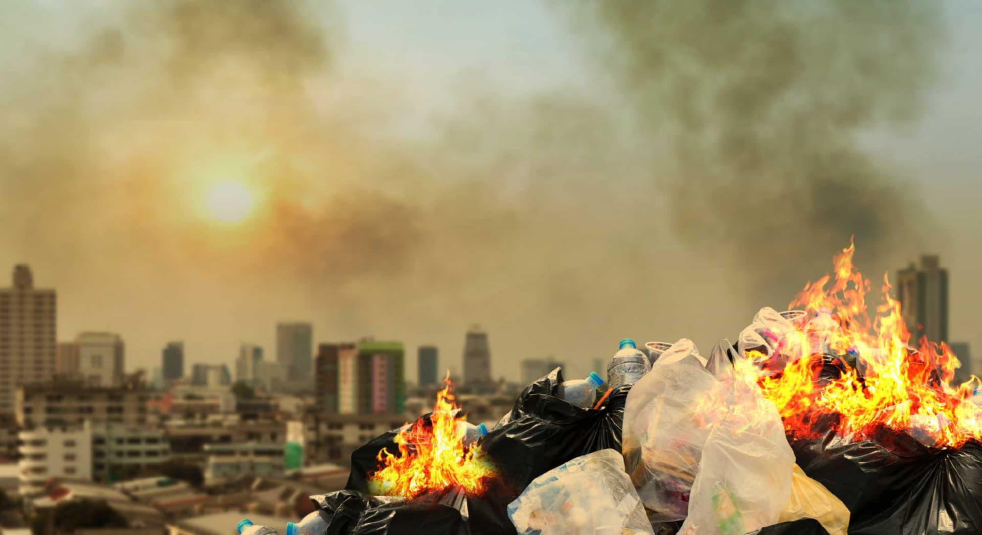 Arderea necontrolată a deșeurilor